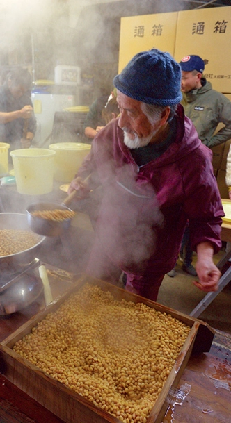 Preparing soybeans for miso